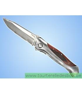 Couteau à la main